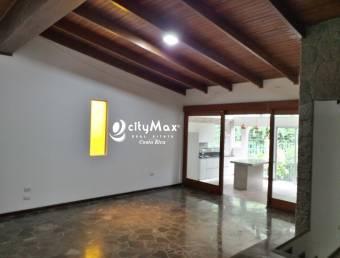 Casa en alquiler en San Rafael Escazú cercana a Plaza Laureles