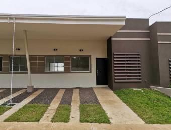 se alquila casa nueva con patio amplio en San Rafel de Alajuela 22-485
