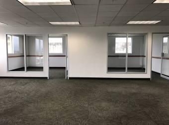 Alquiler oficina Escazú 1.028m2 a $24.672 oficentro (O-703)