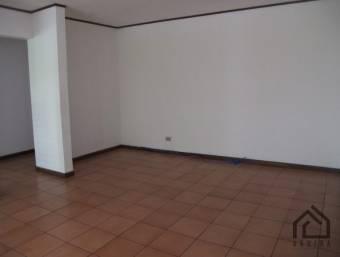 Amplios dormitorios incluye agua,cerca de Universidades en Freses Curridabat P124