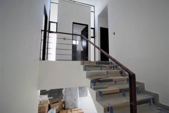 TERRAQUEA Hermosa y Amplia Casa Contemporánea en Preventa