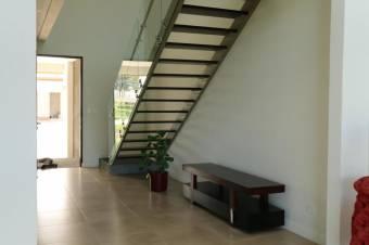 casa en exclusivo condominio con amplias areas sociales y zonas verdes,