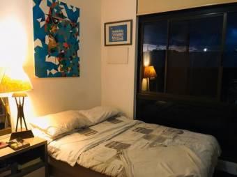 Se vende apartamento unico  con terraza y patio en exclusivo condomino 19-1587