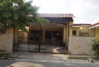 TERRAQUEA Lindísima casa en bello Residencial Liberiano con amplio jardín