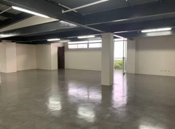 Alquiler oficina cerca del Aeropuerto 900m2 a $11.700 (O-823)