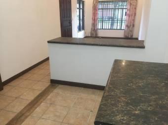 TERRAQUEA Bella casa en Venta en Guachipelin, cerca de Distrito 4