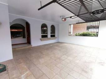 Se renta Excepcional casa en ulloa heredia de 3 parqueos  / 15-1592