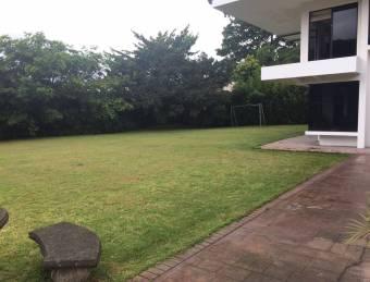 Venta casa Escazú 2.170m2 a  $1.250.000 para desarrollar  (AV-3076)