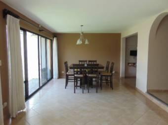 SANTA ANA - Casa en céntrico condominio