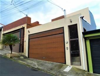 Oportunidad de ensueño en residencial privado y seguro en Ayarco, 19-1157