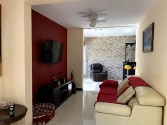 Hermosa casa en perfecto estado, diseñada con materiales de primera y un gusto exquisito.