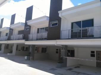 Venta de Casa en Condominio Santa Ana Centro