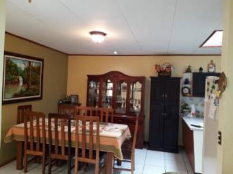 328. Rent-A-House Cesar Gauthier vende Preciosa y acogedora casa  en la zona de Saint Claire Moravia