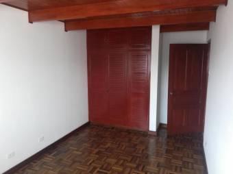 se vende hermosa casa con excelente distrubucion en Rhomoser 19-78