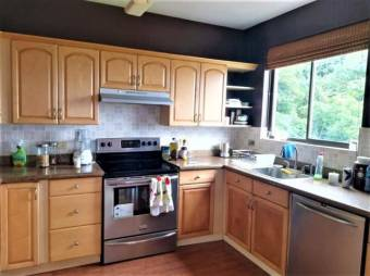 se renta espacioso apartamento y de bella vista en escazu 19-1606