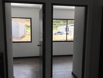 TERRAQUEA Elegante y espaciosa casa en dos Niveles. 100% Block