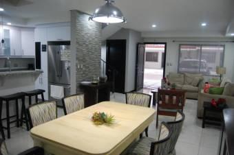 Hermosa Casa de dos Plantas en Condominio en perfecta ubicacion rio oro 19-743