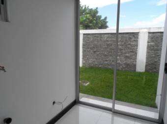 Se vende Hermosa casa moderna de dos niveles en Condominio 19-692