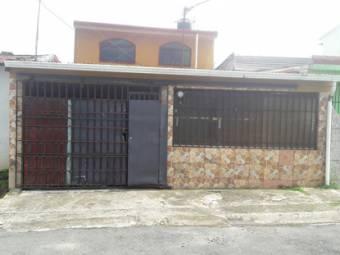 TERRAQUEA Casa de 4 Habitaciones y 2 baños (Para remodelar)
