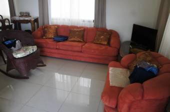 hermosa y amplia casa con mucha zona verde recientemente construiuda en brasil de Santa Ana 19-104