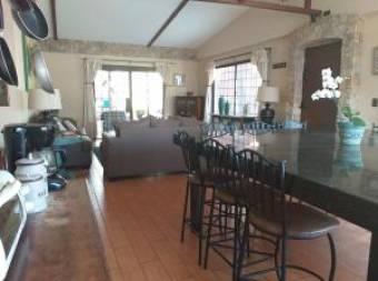 Hermosa Casa de una planta en Venta en Rohrmoser 2 Habitaciones, 201 mt2  19-1267