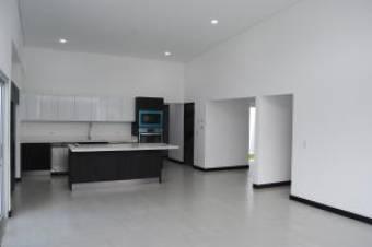 Aquiler de Casa Nueva a Estrena en Santa Ana 2 Habitaciones Una Planta 210 mt2  19-963