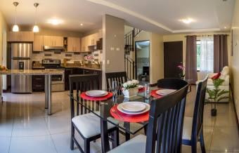 TERRAQUEA Casas de 3 habitaciones en Condominio