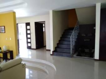 Bella Casa en Lomas de Ayarco, 4 Habitaciones, 330 mt2  19-1169