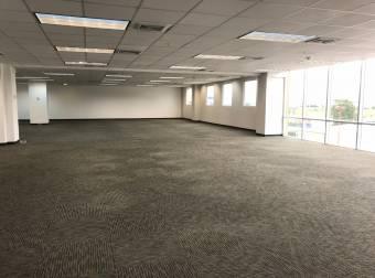 Alquiler oficina Escazú 931m2 a $22.344 oficentro (O-704)