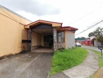 Hermosa casa a al venta en seguro residencial privado de Sabanilla, Montes de Oca. #21-177