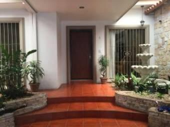 RAH OFC  #21-66 casa en venta en Escazu