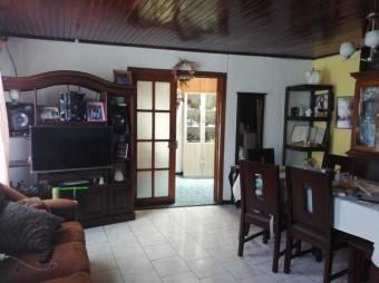 Venta de hermosa y amplia casa en San Miguel, Desamparados. #21-264