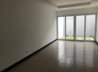 Venta de Casa en Guachipelín. 20-318a