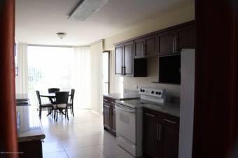 Venta de Apartamento en Escazú Centro. 20-874a
