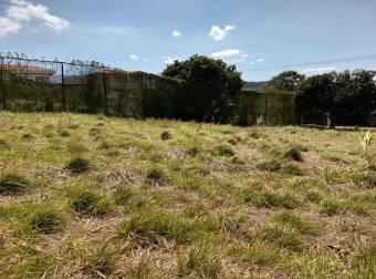 Venta de estupendo terreno en la exclusiva zona de Alturas de Cariari. #21-260