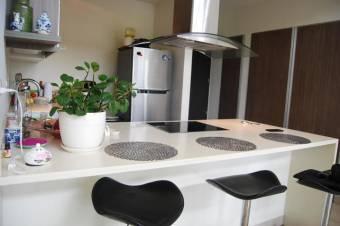 CG-19-913. Precioso Apartamento  en SantaAna  En Venta