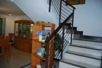 Venta de Casa en Escazú Centro. 20-1304a