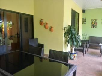 CG-20-705.  Exclusiva Casa en Guadalupe.  En Venta