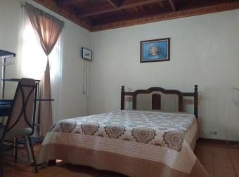Venta de Casa en Escazú Centro. 20-1565a