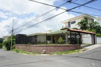 Venta de Casa en Brasil de Santa Ana. 20-1119a