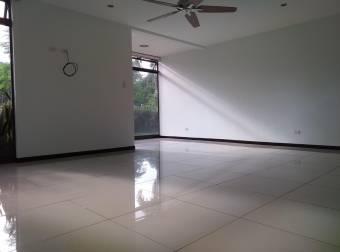Alquiler de Apartamento de Santa Ana. 21-165a