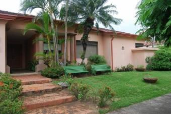 CG-20-406  Moderna Casa en SantaAnaPozos.  En Venta