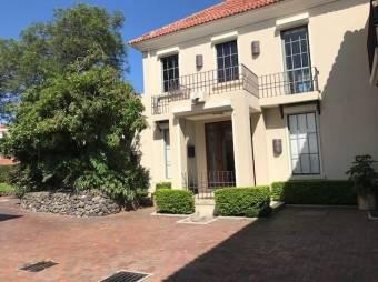 RAH OFC #20-1310 casa en venta en Villa Real