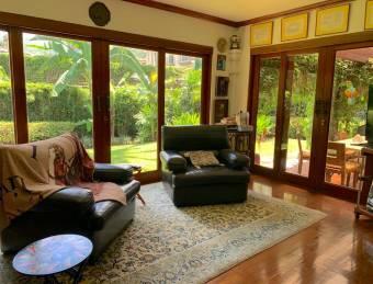 OPORTUNIDAD!! Hermosa casa en condominio ubicada en Jaboncillos, Escazú!