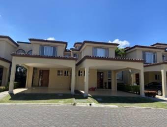 se alquila espaciosa casa en guachipelin de escazu con jardin y terraza  21-382