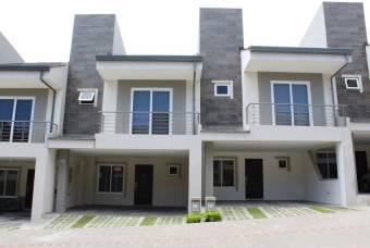 se alquila casa moderna con linea blanca y patio en guachieplelin Escazu 21-383