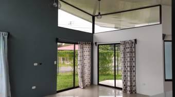 CG-21-538.  Cómoda y Preciosa Casa.  En Venta