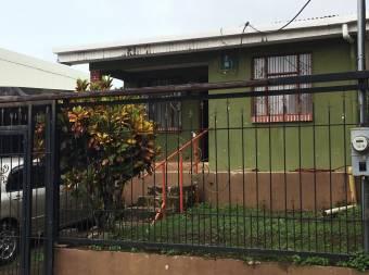 Casa familiar, Esparza, excelente ubicación