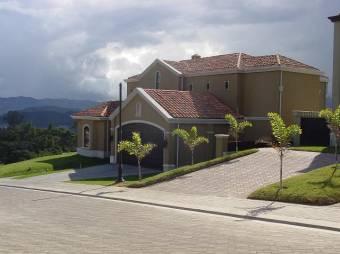 Linda casa en Condominio de lujo en Curridabat