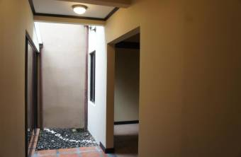 Moderna y confortable casa en Heredia para usted y su familia. Cg 19-1612